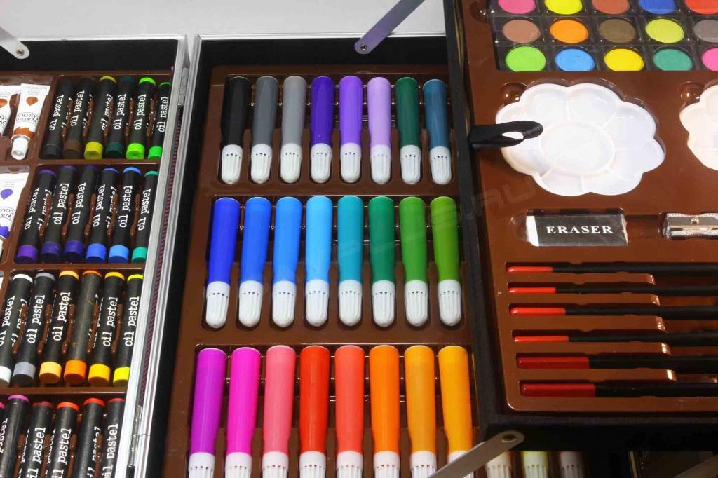 фломастеры акварельные краски